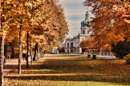 castle-charlottenburg-castle-park-berlin-autumn