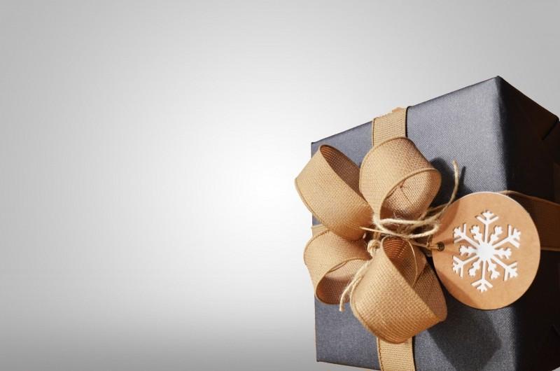 bow-gift-wrap-presenter
