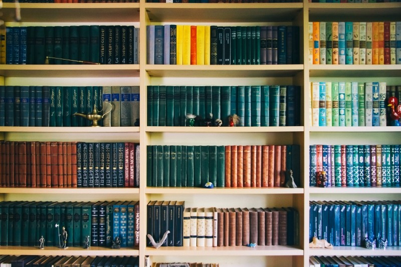 books-in-bookshelf-in-library